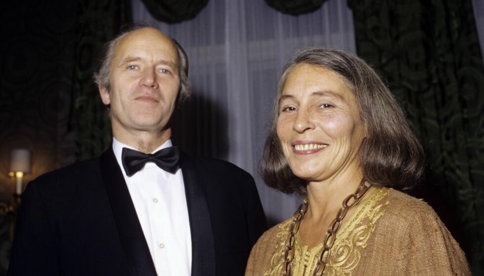 VAR GIFT: Daværende forsvarsminister Thorvald Stoltenberg (Ap) sammen med Karin i 1989. Sistnevnte døde i 2012. Foto: Henrik Laurvik NTB scanpix