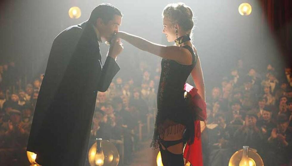 RIVALER: Hugh Jackman og Christian Bale som konkurrerende magikere med livet som innsats. Foto: WARNER BROS/SANDREW METRONOME