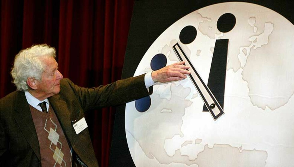 DOMMEDAGSKLOKKA: Den symbolske urskiva viser hvor nære midnatt verden er en katastrofal ødeleggelse. Foto: NTB Scanpix