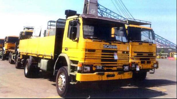 BEVIS: Disse lastebilene kom fra det norske og det danske Forsvaret, og ble eksportert til Eritrea. Handelen ble overvåket av FNs våpeninspektører. Lastebilene ble malt gule for at de skulle ha et mindre militært preg. Foto: FN