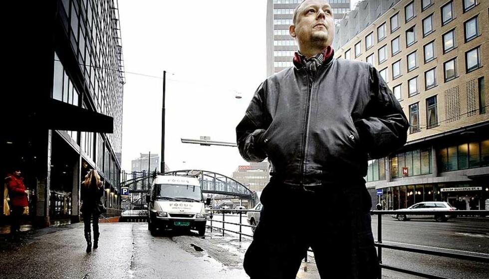 BLAFF: Alle låtskrivere har sine kjepphester. Michael Krohn sier kjærlighet, død, framtidsangst og små blaff av lykke, er hans gjentakende temaer - de er også tydelige på hans nye plate med Easy Riders: «Oslo City Blues». Foto: LARS EIVIND BONES