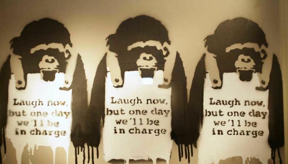 <strong><B>POPULÆR:</strong></B> Banksy er kanskje Storbrittanias mest kjente grafittikunstner. Dette bildet er fra en utstilling i fjor. Foto: Zoe McCarthy