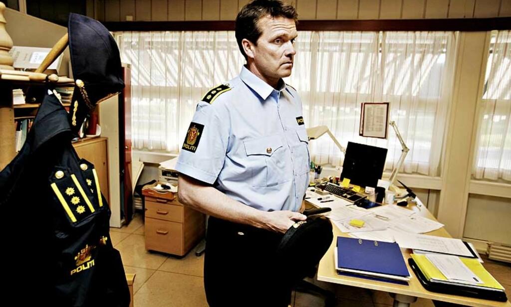 STÅR UTEN SPOR: Lensmann Øyvind Aas i Nedre Eiker innser at hans medarbeidere og Kripos kan få store vanskeligheter med å finne ut hva som har skjedd med den savnede firebarnsmoren i Mjøndalen. Foto: TORBJØRN GRØNNING