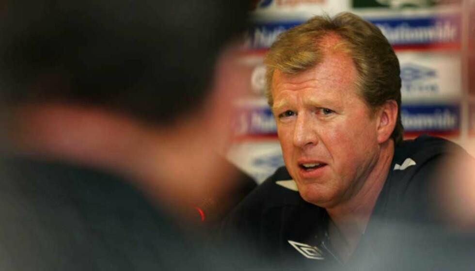 TENKER IKKE PÅ JOBBEN: Steve McClaren sier at han ikke bryr seg om presset og at han kan miste jobben. - Jeg er her for å vinne en fotballkamp, sier landslagssjefen. Foto: AP