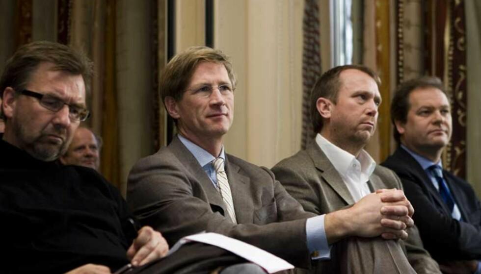 MØTER MOTSTAND: Konserndirektør for Schibsteds norske virksomhet Birger Magnus (andre fra venstre) under en pressekonferanse der prosjektstyret i Media Norge orienterte om etableringen av det nye mediekonsernet. Foto: CORNELIUS POPPE / SCANPIX