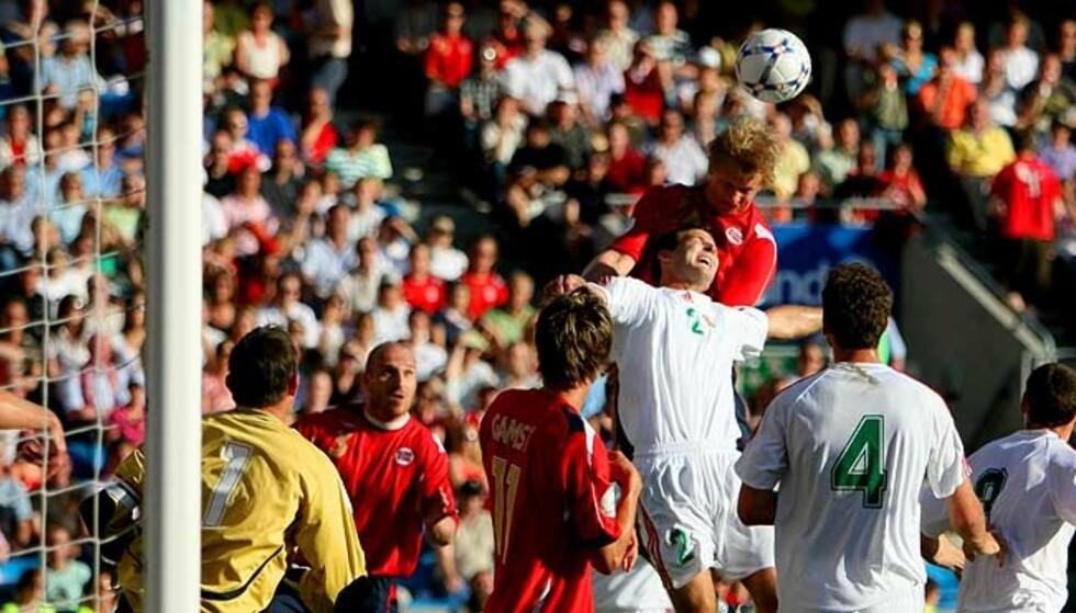 DØDBALL-MÅL: Steffen Iversen headet en Martin Andresen-corner i mål i 1. omgang. Endelig fikk gutta uttelling for dødballterpingen. Foto: EIRIK H. URKE / DAGBLADET.NO