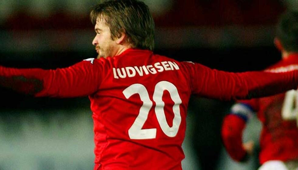 MÅL I ROYAL LEAGUE: Trond Fredrik Ludvigsen prøver seg i en ny tippeligaklubb. Her feirer han et mål mot sin tidligere klubb RBK.