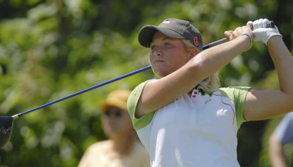 STARTET GODT: Suzann Pettersen startet lørdagens runde godt, men fikk problemer etter hvert. Likevel beholder hun andreplassen sammenlagt ved halvspilt turnering. Foto: SCANPIX