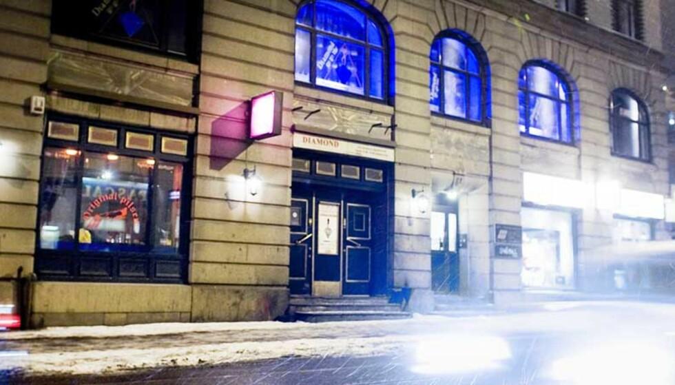 HJEM FRA BYEN: Kvinnen (37) i Prinsens gate skal ha blitt fulgt etter på vei hjem fra utestedet Original Pilsen i Oslo og blitt overfalt da hun var i ferd med å låse seg inn i sin egen leilighet. Foto: Bjørn Langsem