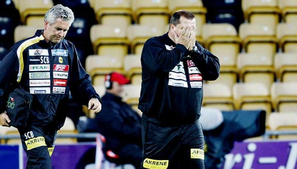 SKUFFET: Tom Nordlie begravde hodet i hendene etter kampen mot Vålerenga. Foto: Daniel Sannum Lauten, Dagbladet