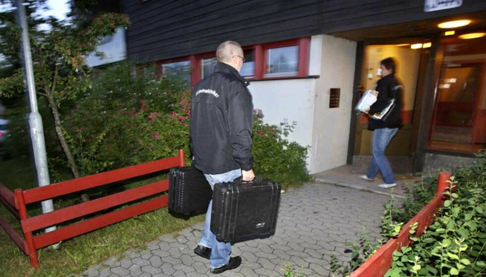 KVINNE FUNNET DREPT:  Krimitalteknikere fra politiet i Oslo ankom åstedet rundt klokken 3 i morges. Foto: Håkon Mosvold Larsen / SCANPIX
