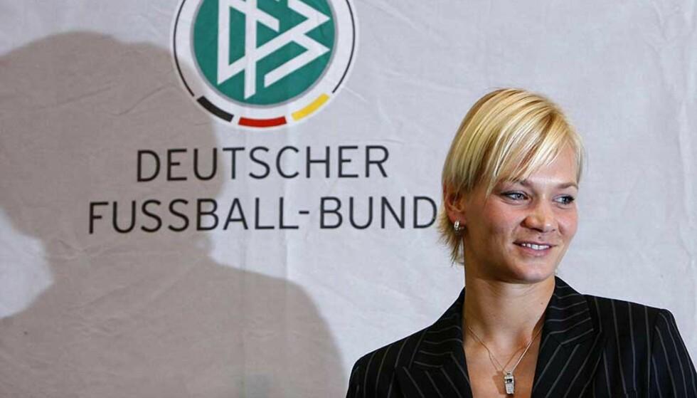 KVINNE I MANNSBASTION:Bibiana Steinhaus har en del negative erfaringer fra å dømme herrekamper i lavere divisjoner, men tror det blir bedre når hun nå skal dømme kamper i 2. Bundesliga, der blant annet Kjetil Rekdals klubb Kaiserslautern holder til. Foto: Alex Grimm/REUTERS/SCANPIX