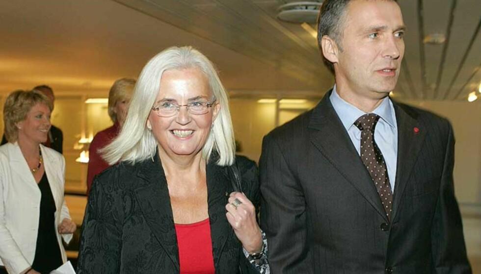 FIKK ROS AV SJEFEN: Miljøvernministeren fikk kritikk fra miljøvernorganisasjonene, men ros fra Jens Stoltenberg under framleggelsen av klimameldinga. Foto: SCANPIX