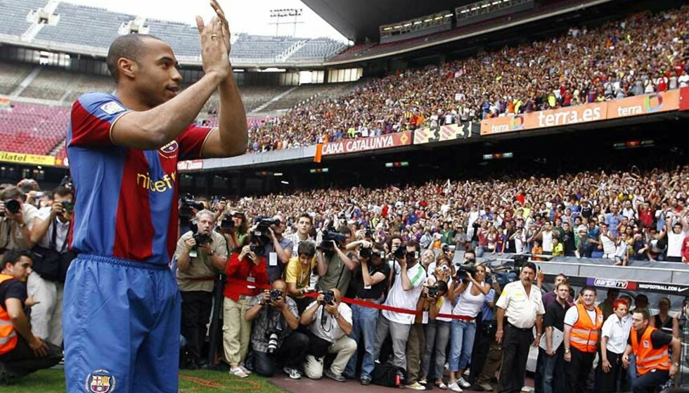 MAJESTETISK HYLLEST: Det var et enormt antall Brca-fans om møtte opp for å ønske Thierry Henry velkommen til Katalania. Foto:REUTERS