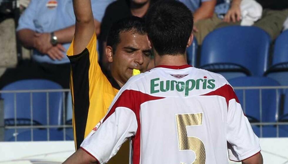 RÅTASS: Agim Shabani greide å få to røde kort på ett døgn. Her får han sitt første, mot Strømsgodset på Marienlyst søndag. Foto: Lise Åserud, Scanpix
