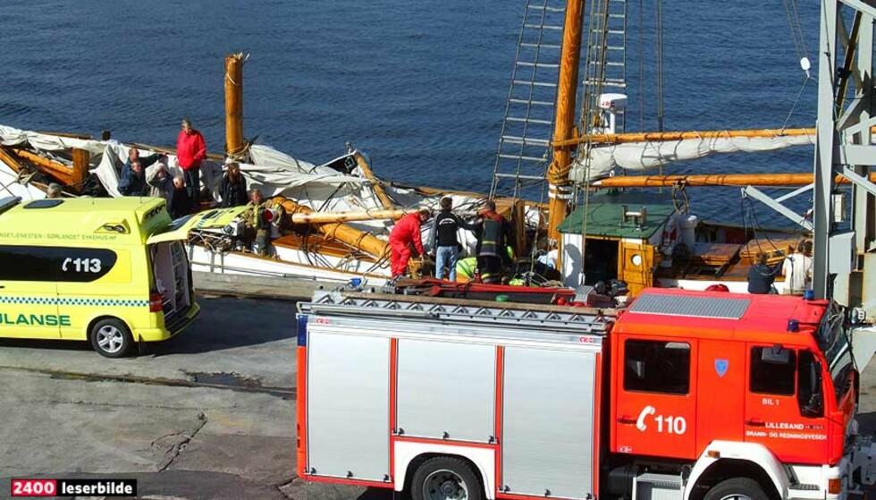 """TRE SKADD:  Tre personer ble skadd da masta knakk på skonnerten """"Solrik"""" i dag. Foto: Espen Selseng"""