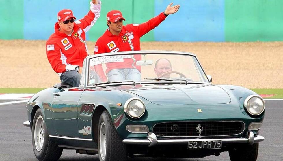 PÅ ÆRESRUNDE: Kimi Räikkönen og Felipe Massa sørget for Ferrari-jubel i Frankrike. Foto: Oliver Weikrn/EPA/SCANPIX