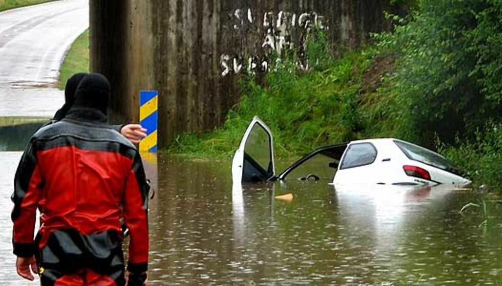 Kvinne druknet i bilen
