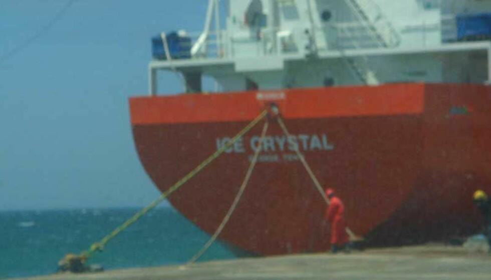 NY NORSK BÅT: «Ice Crystal» til kais i den vestsahariske havnebyen Dakhla 2.juli. Tirsdag ankommer fraktebåten med fullastet med fisk Tyrkia. Foto: Norwatch