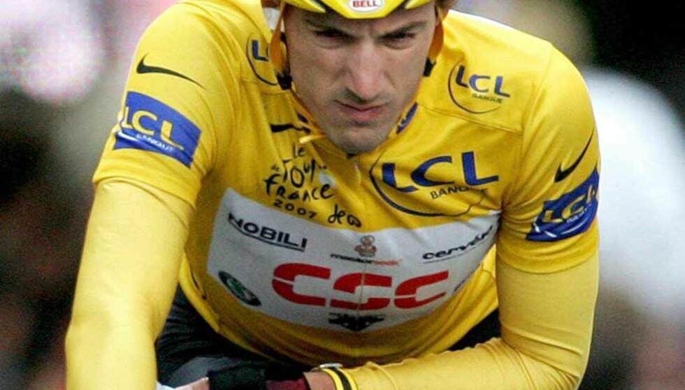 BEDRE ENN VENTET: CSC-rytteren Fabian Cancellara, som har vært best så langt i Tour de France, er uhemmet av dagens massevelt. Men da han trillet over målstreken, holdt han hånda slapt framfor seg. Foto: CHRISTOPHE KARABA/EPA/SCANPIX