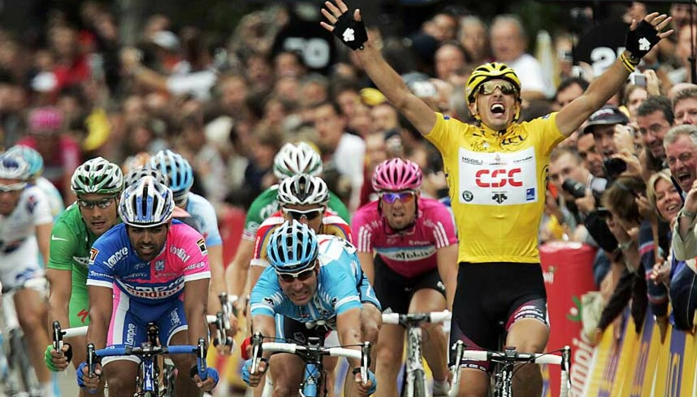 SUVEREN: CSCs sveitsiske rytter Fabian Cancellara lurte alle på innspurten i dag. Men et ordentlig rykk parkerte han de fleste i feltet. Foto: FRANCK FIFE/AFP/SCANPIX