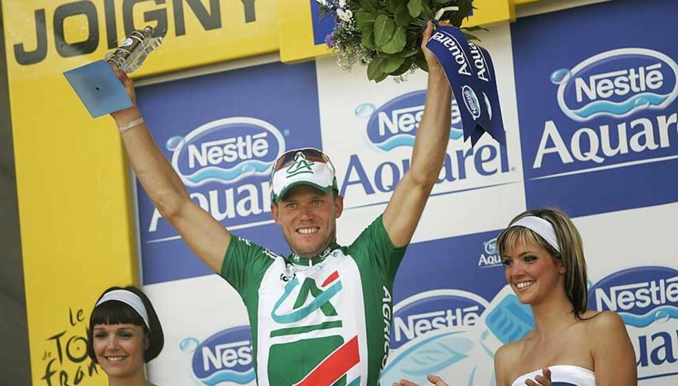 ENDELIG TIL TOPPS: Thor Hushovd hylles av internasjonale avsier etter gårsdagens etappeseier i Tour de France. Foto: HEIKO JUNGE/SCANPIX