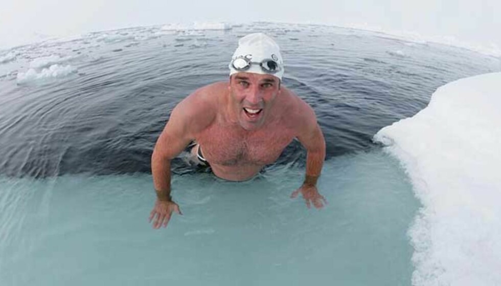 SATTE REKORD: Briten Lewis Pugh svømte én kilometer i iskaldt Nordpol-vann. Foto: Jason Roberts, AP
