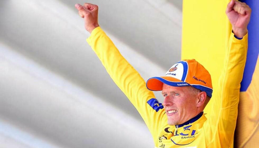 I GULT: Michael Rasmussen leder Tour de France etter en suveren etappe i fjellene søndag. Nå har han lagt en slagplan fpr å vinne hele rittet. Foto: Oliver Weiken/EPA