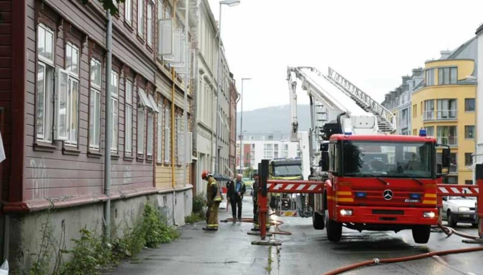 BOLIGBRANN: Brannen startet i kjelleren i Møllenberg gate 92 i Trondheim. Foto: Tom E. Østhuus