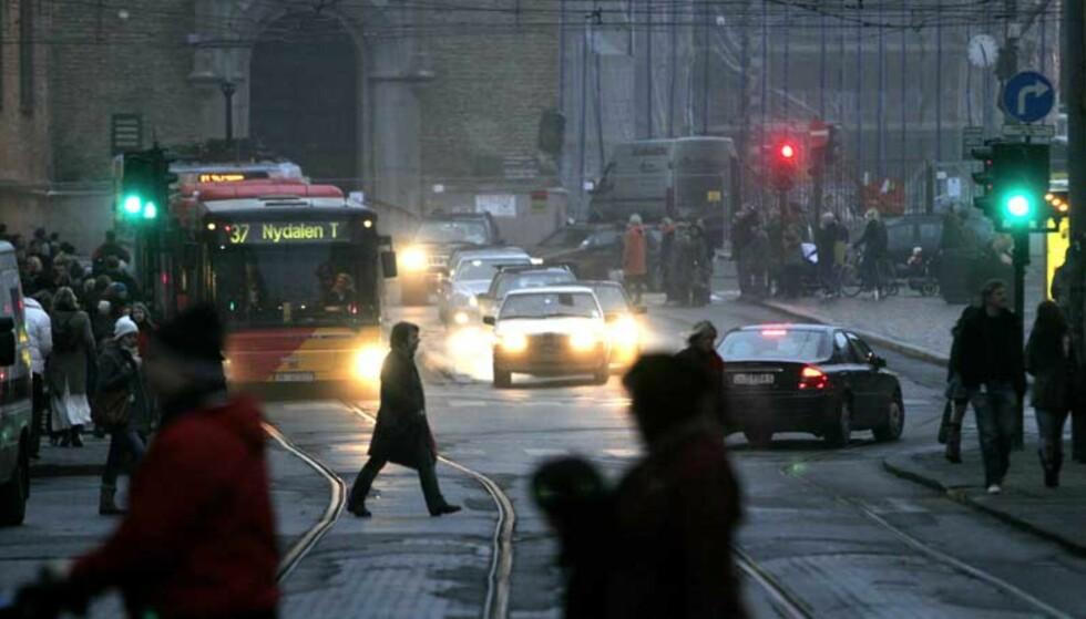 BILFRITT HER? Skal det bli bilfritt sentrum i Oslo? På bildet ser vi Stortorvet i Oslo. Foto: Jarl Fr. Erichsen / SCANPIX
