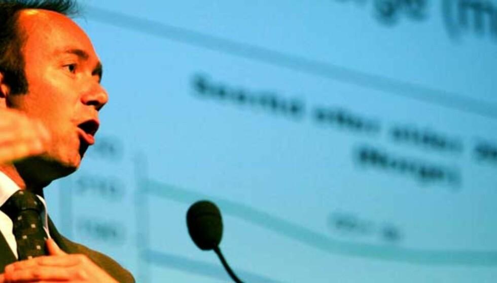 VIL BLI TEMA: Medieeierskap vil bli et tema fremover, sier kulturminister Trond Giske. Her legger han fram stortingsmelding om kringkasting. Foto: Eirik Helland Urke / Dagbladet Foto: Eirik Helland Urke / Dagbladet