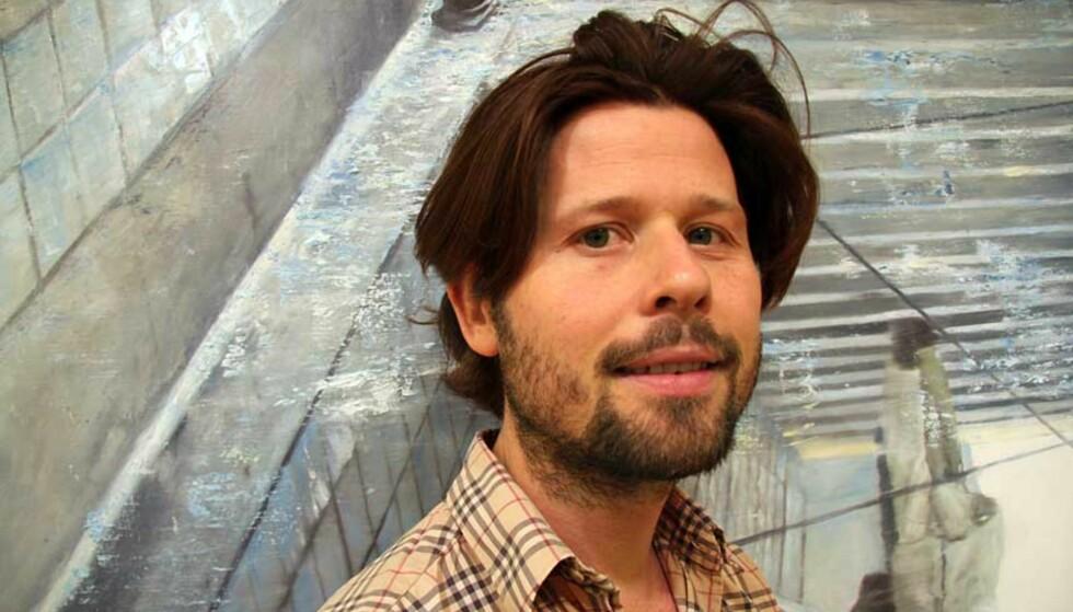 HAR MARKERT SEG: Frank Brunner lever av maleriet. Allerede før separatutstillingen hans åpner i Oslo, er alle bildene solgt. Foto: MARIA BØRJA
