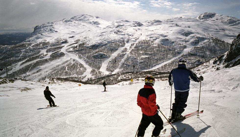 TREKKER REKORDMANGE: Den lave kronekursen bidrar til at de norske ski-destinasjonene ser med stor optimisme på den kommende sesongen. Her fra Hemsedal. Foto: NTB Scanpix