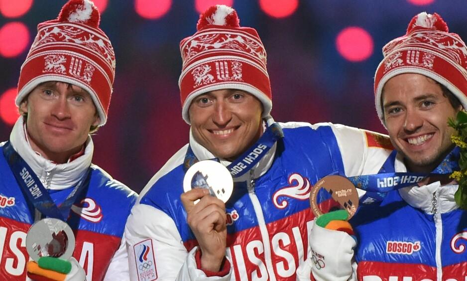 BEDYRER SIN USKYLD: Aleksandr Legkov (i midten) uttaler seg for første gang siden nyheten sprakk om at han er utestengt på livstid. Foto: Damien Meyer / AFP Photo / NTB Scanpix.
