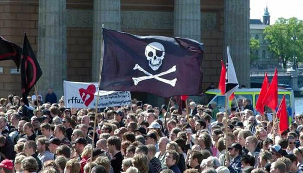 - EN NY INDUSTRIELL REVOLUSJON: Bildet er tatt i Stockholm i uni 2006 under pro-pirace-demonstrasjonen. I fildelingens ånd er bildet frigitt for distribusjon. Foto: Creatice Commons/Jon Åslund