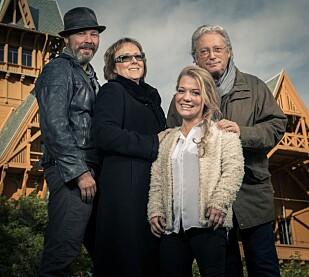 <strong>PÅ TV:</strong>&nbsp; Stig Henrik Hoff, Lena Ranehag, Sandra Borch og Christian Borch var med i det første programmet i TVNorge-serien «En natt på slottet» om det overnaturlige. Foto: Espen Solli / TVNorge
