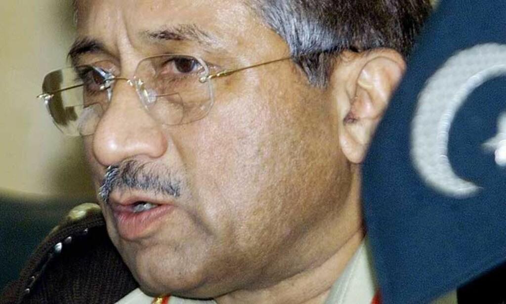 OPPHEVER UNNTAKSTILSTANDEN: Pakistans persident, Pervez Musharraf, uttalte i dag at han vil oppheve unntakstilstanden 15. desember. Foto: AFP/MARWAN NAAMANI /SCANPIX