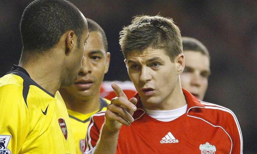 KOMPISER: Steven Gerrard og Thierry Henry hadde telefonkontakt da franskmannen var på vei bort fra Arsenal. Foto: REUTERS/SCANPIX