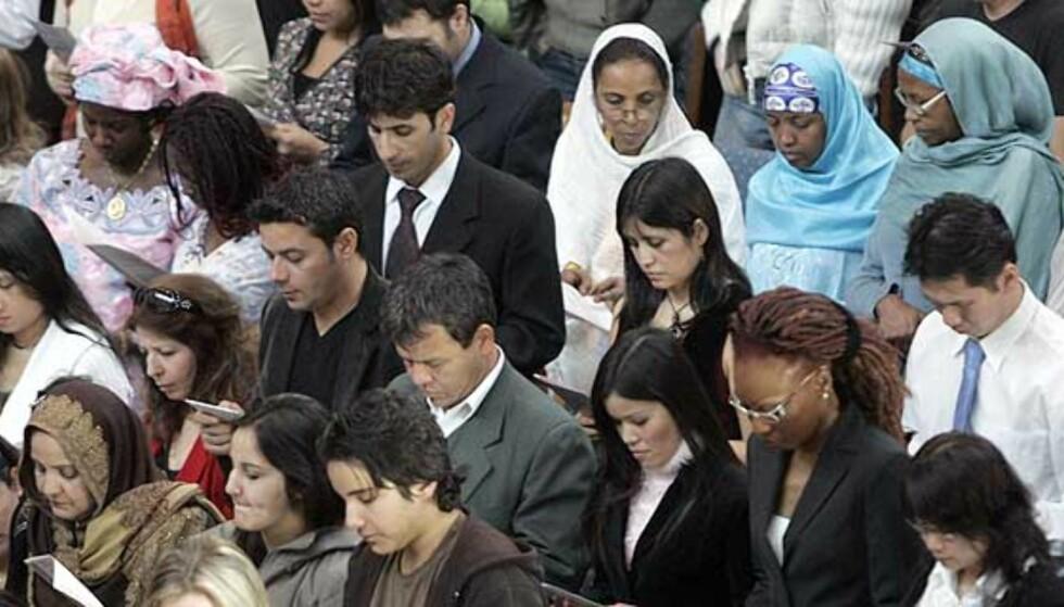NYTT KVOTERINGSSYSTEM: Kvotering av mennesker med innvandrerbakgrunn er nedverdigende og uverdig, skriver Mazyar Keshvari. Bildet viser en statsborgerseremoni i Oslo Rådhus. Foto: SCANPIX