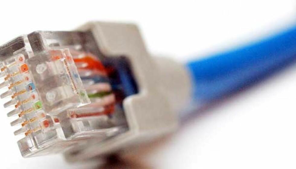MOT DATALAGRING: - «Direktivet innebærer at all trafikkinformasjon fra mobilen din lagres. Hvor du har ringt, når du har ringt, hvem du har ringt til og hvor telefonene befant seg under oppringingen. Det samme skjer med SMS og MMS. I tillegg vil den samme registreringen skje med e-posten du sender», skriver Knut Johannessen på opprop.no. Foto: SCANPIX