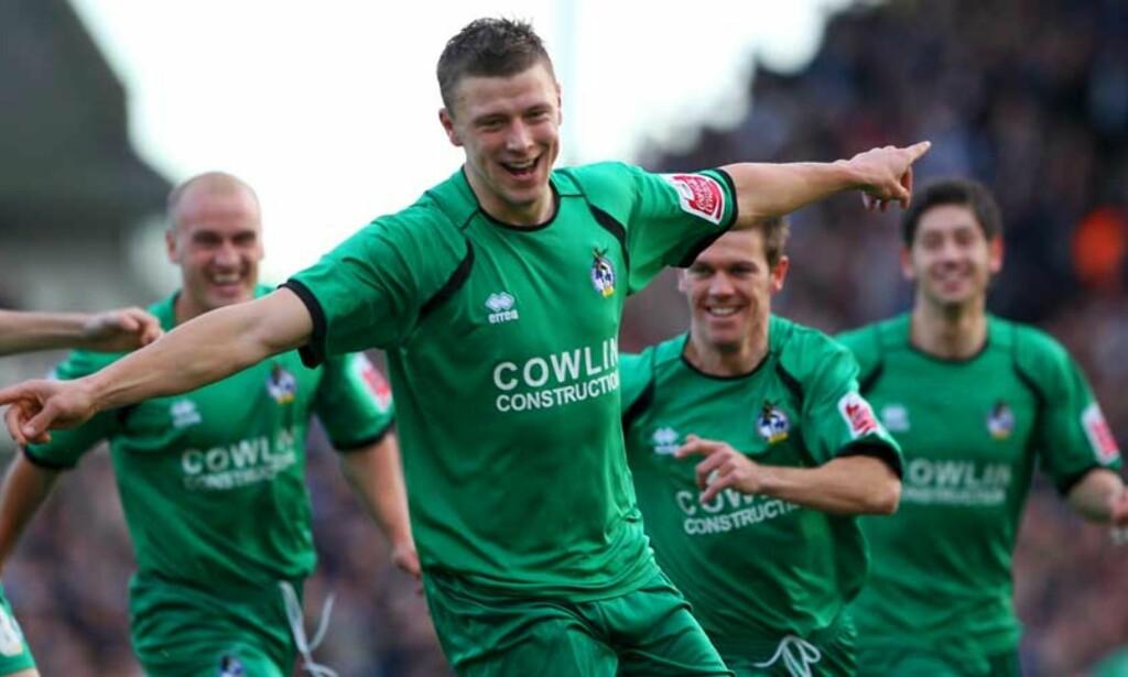 MÅ VENTE: Danny Coles feirer her sin scoring mot Fulham i FA-cupens tredje runde. I kveld var det duket for omkamp, men Bristol Rovers-gutta må nå vente ei uke på omkampen mot Fulham. Foto: EPA