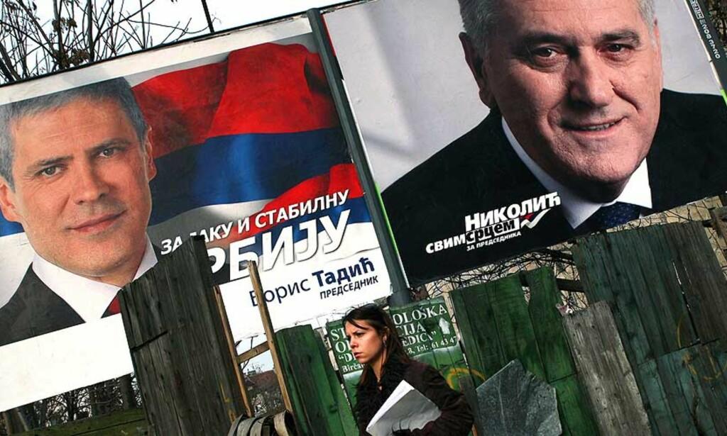 UTFORDRER HVERANDRE: Den provestlige sittende presidenten (f.v.) Boris Tadic utfordres av den kompromissløse nasjonalisten Tomislav Nikolic i presidentvalget i Serbia. Foto: AFP