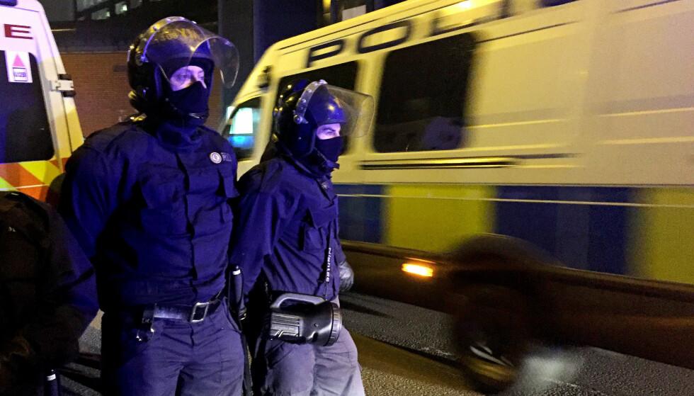SPESIALSTYRKER: 80 ekstravakter, deriblant en spesialstyrke ved navn «Tornado Team», ble satt inn da opptøyer brøt ut i HMP Birmingham. Foto: NTB Scanpix
