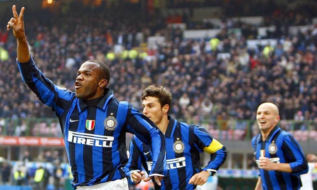 SUAZO-DOBBEL: Davide Suazo scoret to da Inter enkelt tok et nytt steg mot en ny scudetto. Nå venter Liverpool i Champions League. Foto: Stefano Rellandini/Reuters