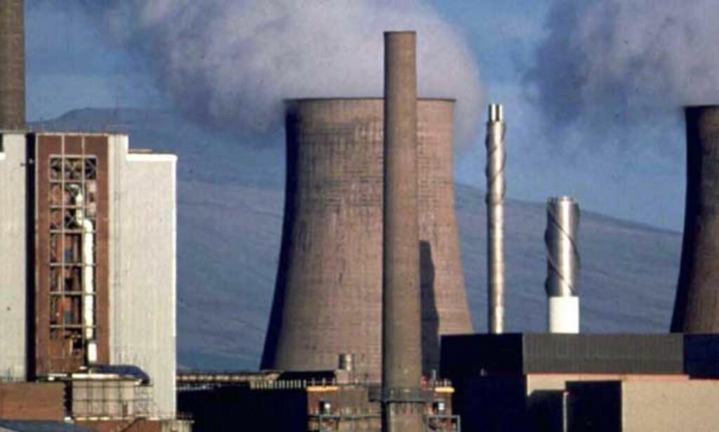 NEI TIL ATOMKRAFT: - Ny teknologi vil trolig sikre fremtidas kjernekraftverk bedre enn dagens. Men høyradioaktivt avfall er fortsatt miljøfiendtlig, skriver debattanten. Bildet viser Sellafield atomkraftverk i England. Foto: Scanpix