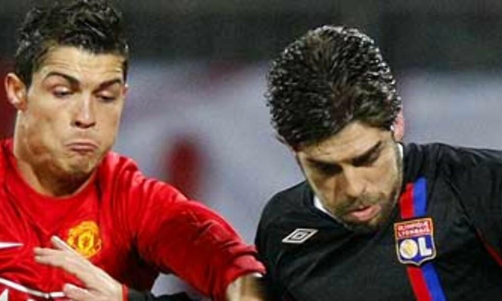 image: Juninho ertet Ronaldo etter frispark-lompe