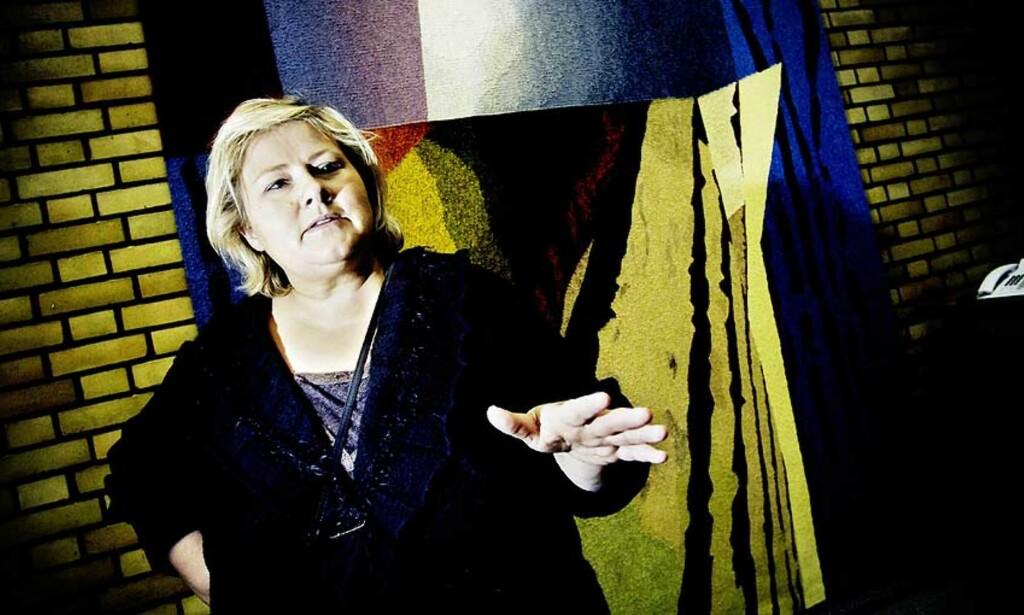 ÅPNER LOMMEBOKA: Høyre-leder Erna Solberg vil få flere studenter til å velge allmennlærerutdanningen ved å ettergi 50.000 kroner av studielånet deres når de har fullført studiet. Foto: Thomas Rasmus Skaug