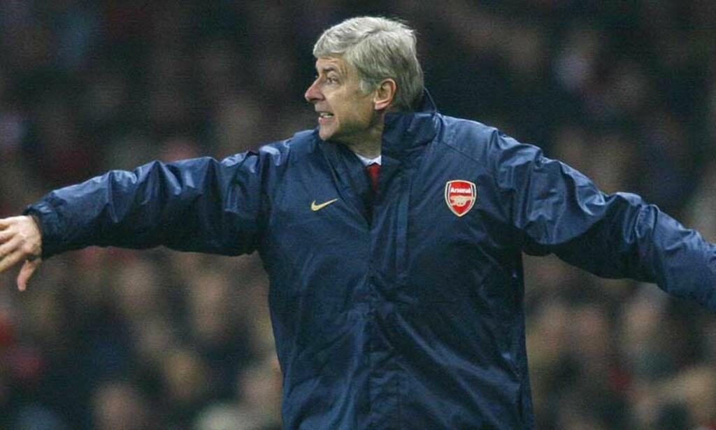 BLIR KALT PARANOID: Arsene Wenger mener ingen får flere gule kort i forhold til antall frispark enn Arsenal. Statistikken viser at han tar feil. Foto: AFP