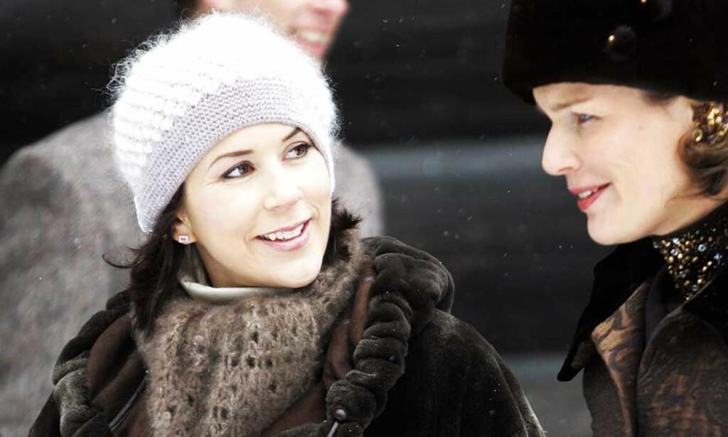 GLAD I MERINOULL: Prinsesse Mary brukes i markedsføringen av merinoull. Her er hun fotografert sammen med prinsesse Mathilde av Belgia på Folkemuseet i Oslo i fjor. Foto: Lise Åserud/Scanpix