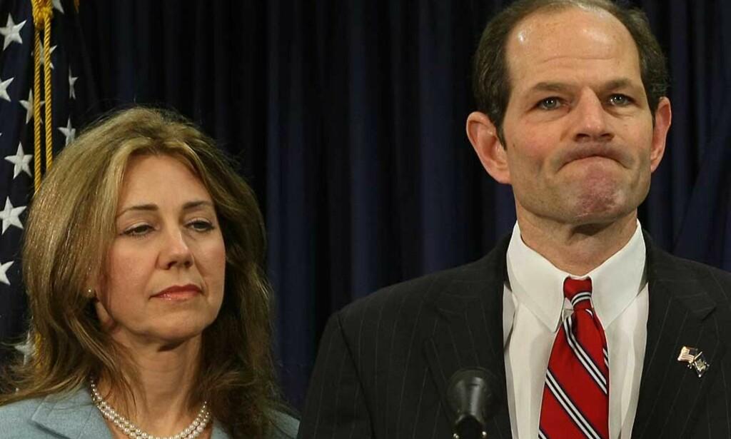 SKANDALEN: Trebarnsfaren med sin kone, Silda, under en pressekonferanse på mandag.